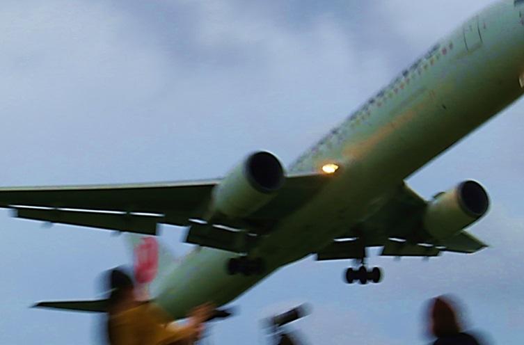⑤横から撮影の着陸ノジャンボ