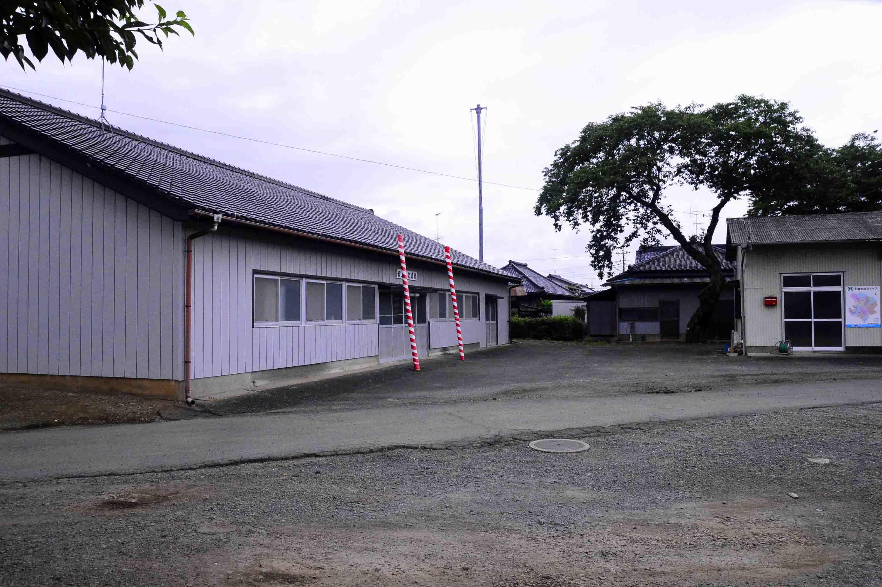 田土部城 主郭に建つ公民館