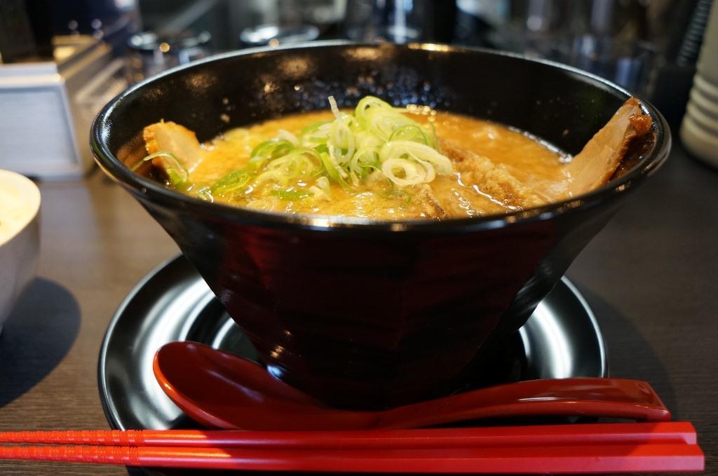 麺屋黒の@真岡市 背脂豚骨ラーメン+ぶた飯