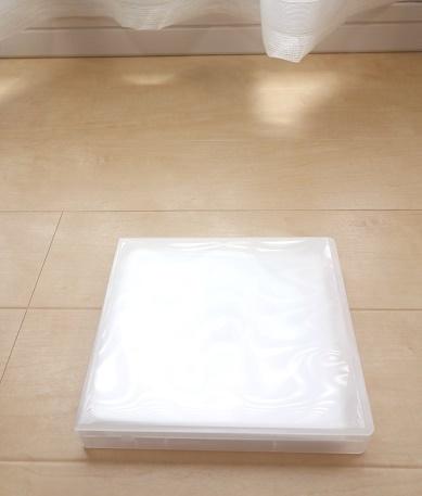 ダイソー・12枚収納できる CD・DVD アルバムケース②