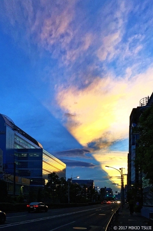 絶景探しの旅 - 0356 サーチライトのような夕焼け空 (東京都 新宿区)